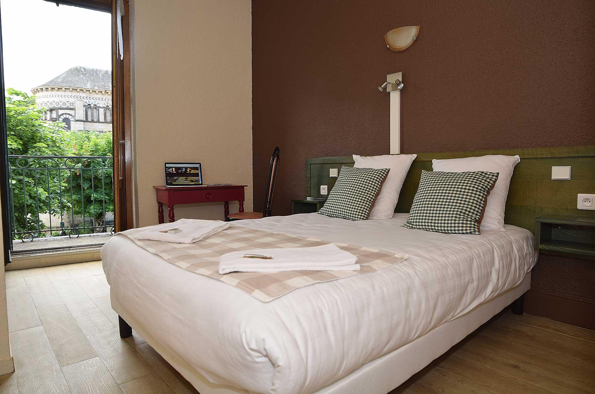 chambre standard hotel le gen ve. Black Bedroom Furniture Sets. Home Design Ideas